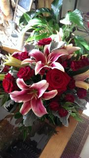 Amorosi lilies & red roses